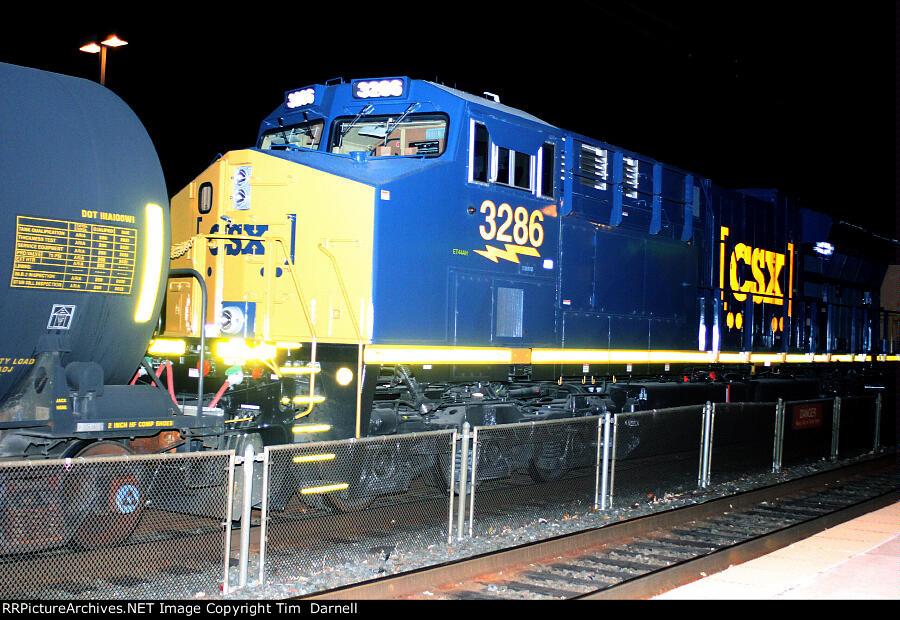 CSX 3286 on Q301
